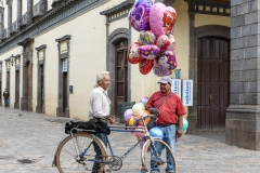 Selling-Balloons-on-the-Square-Zacatlan